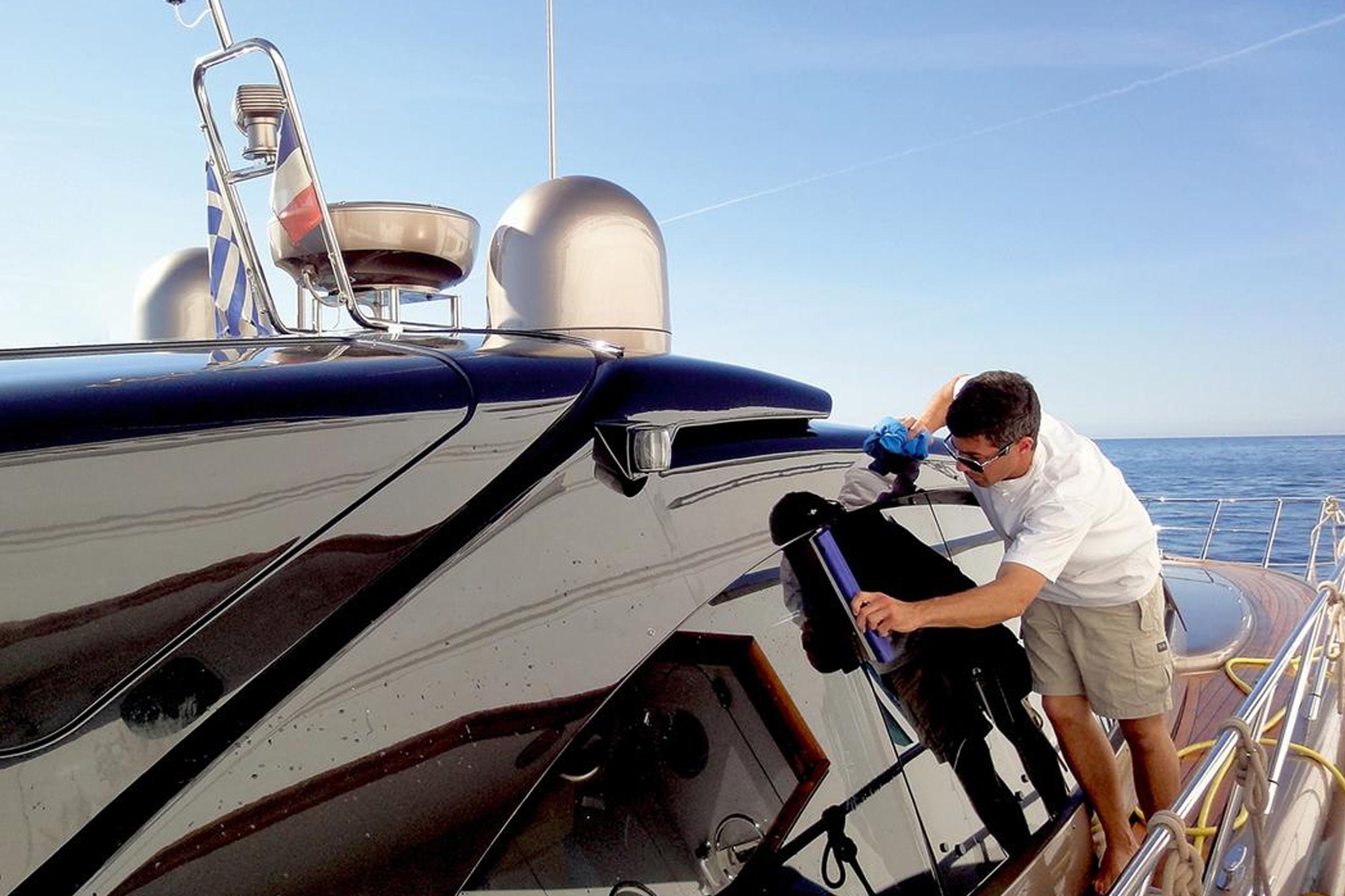 Sabe qual é a melhor forma de limpar o seu barco?